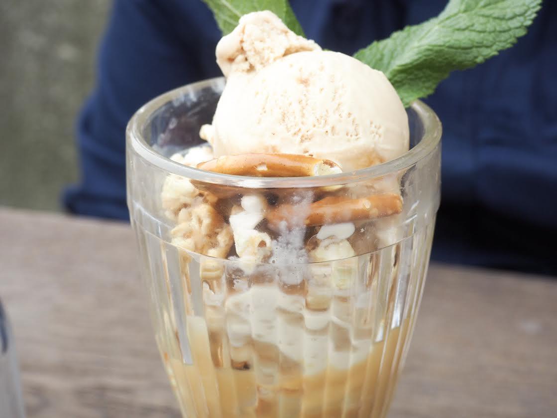 Giraffe ice cream dessert