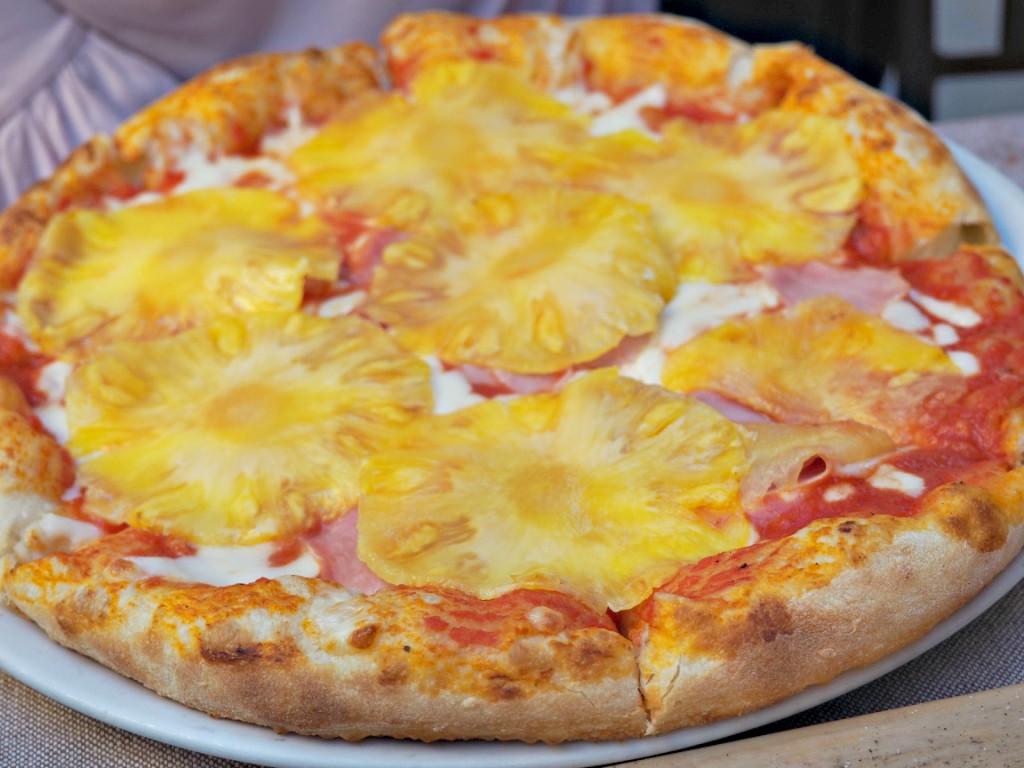 L'Europea hawaiian pizza