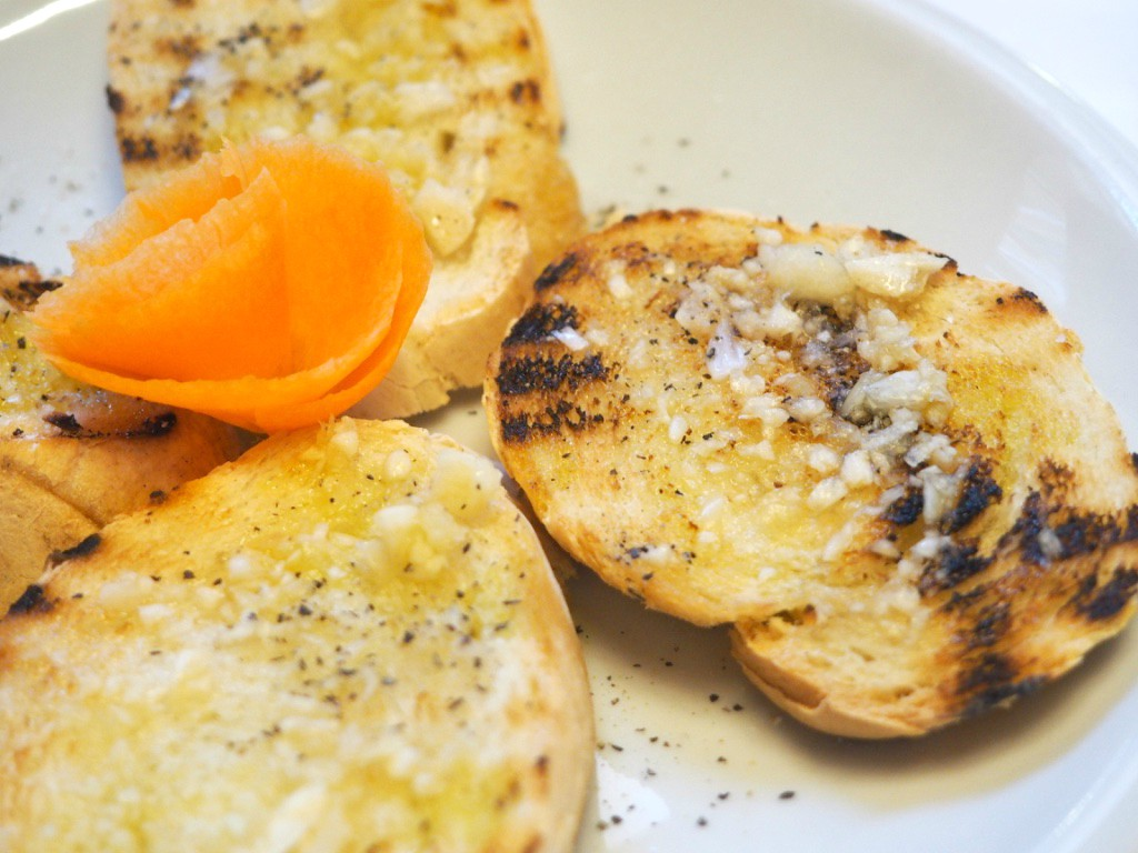 Pizzeria Trattoria - La Buca garlic bread