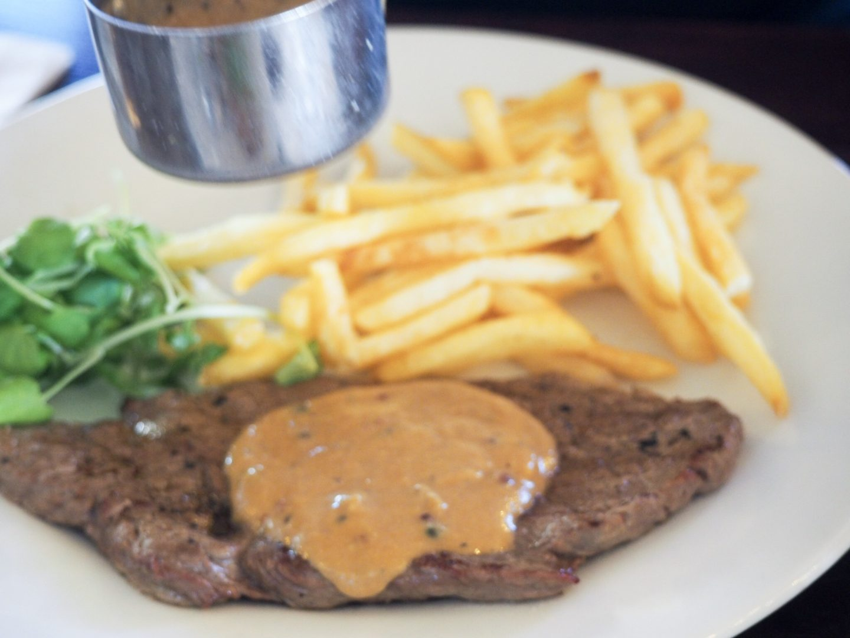 steak and peppercorn sauce