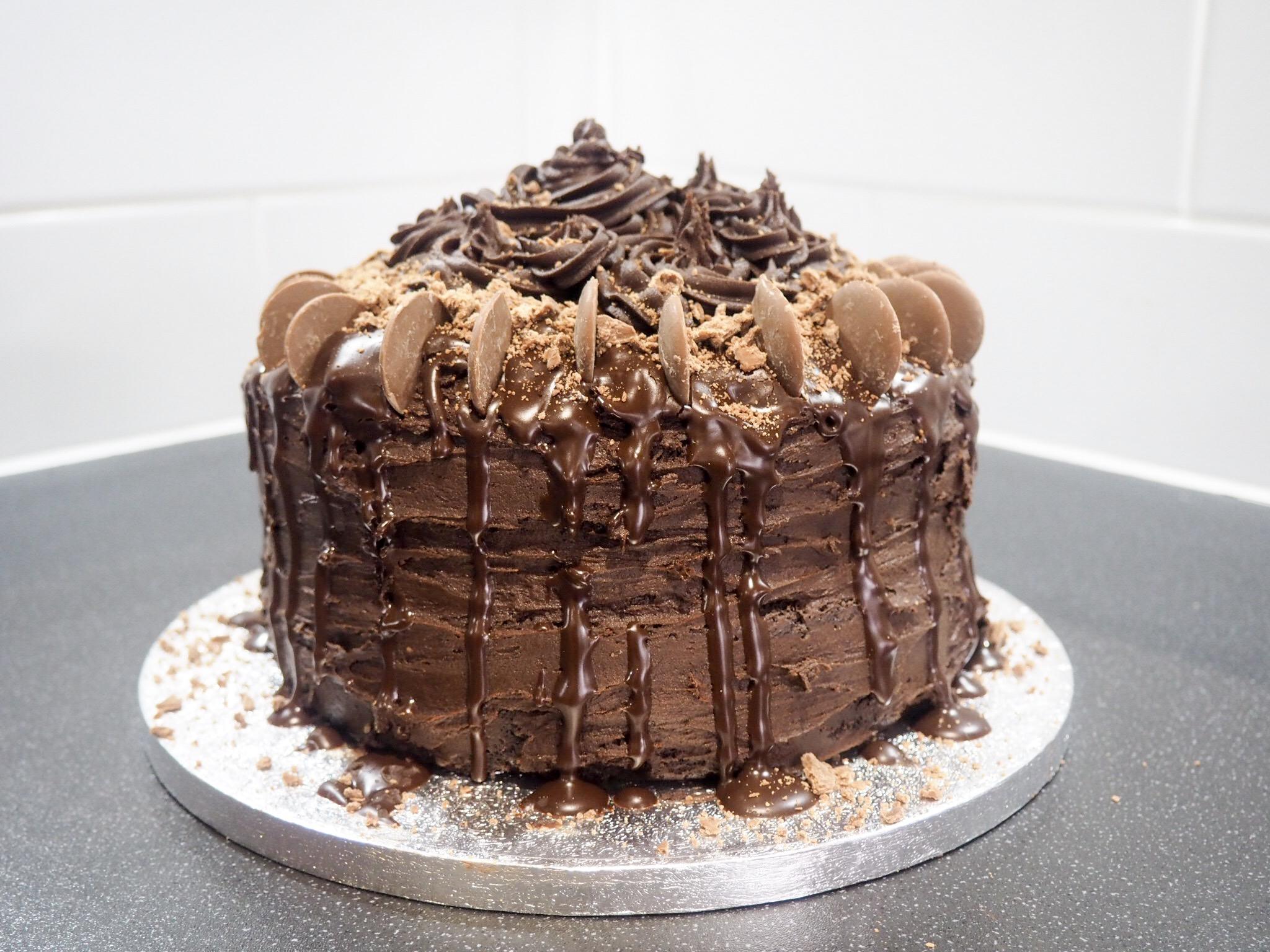 Hannatalks salted caramel chocolate cake