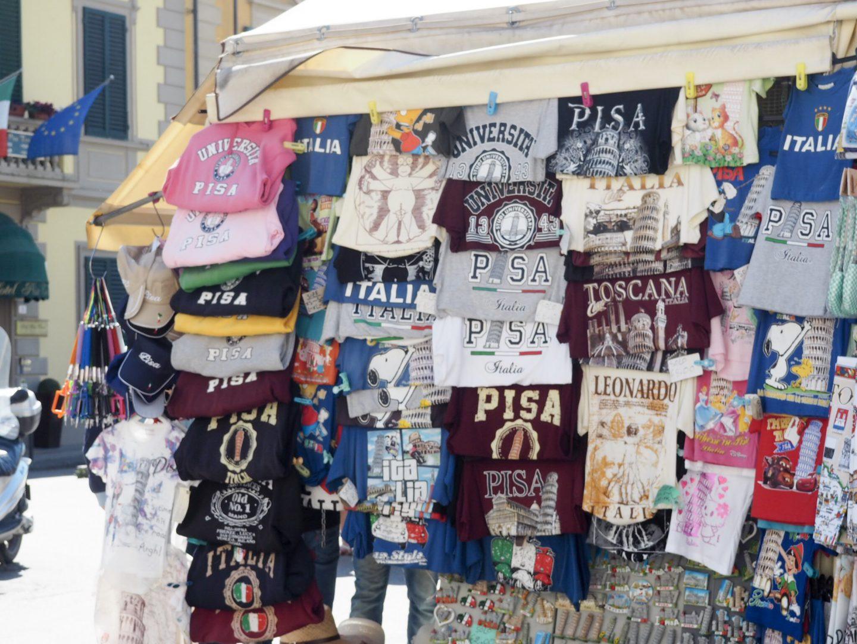 Souvenier tshirts in Pisa