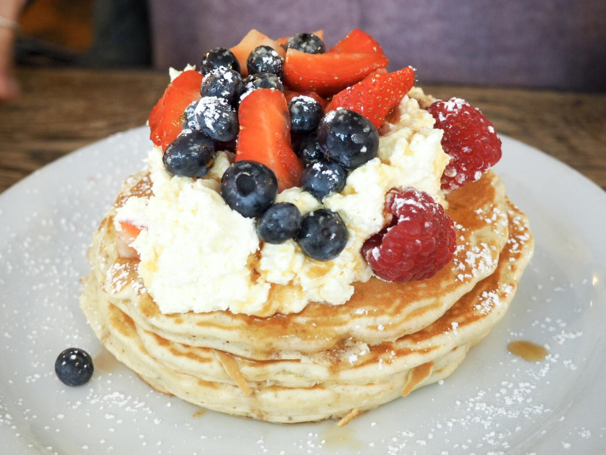 The Breakfast Club pancakes & berries