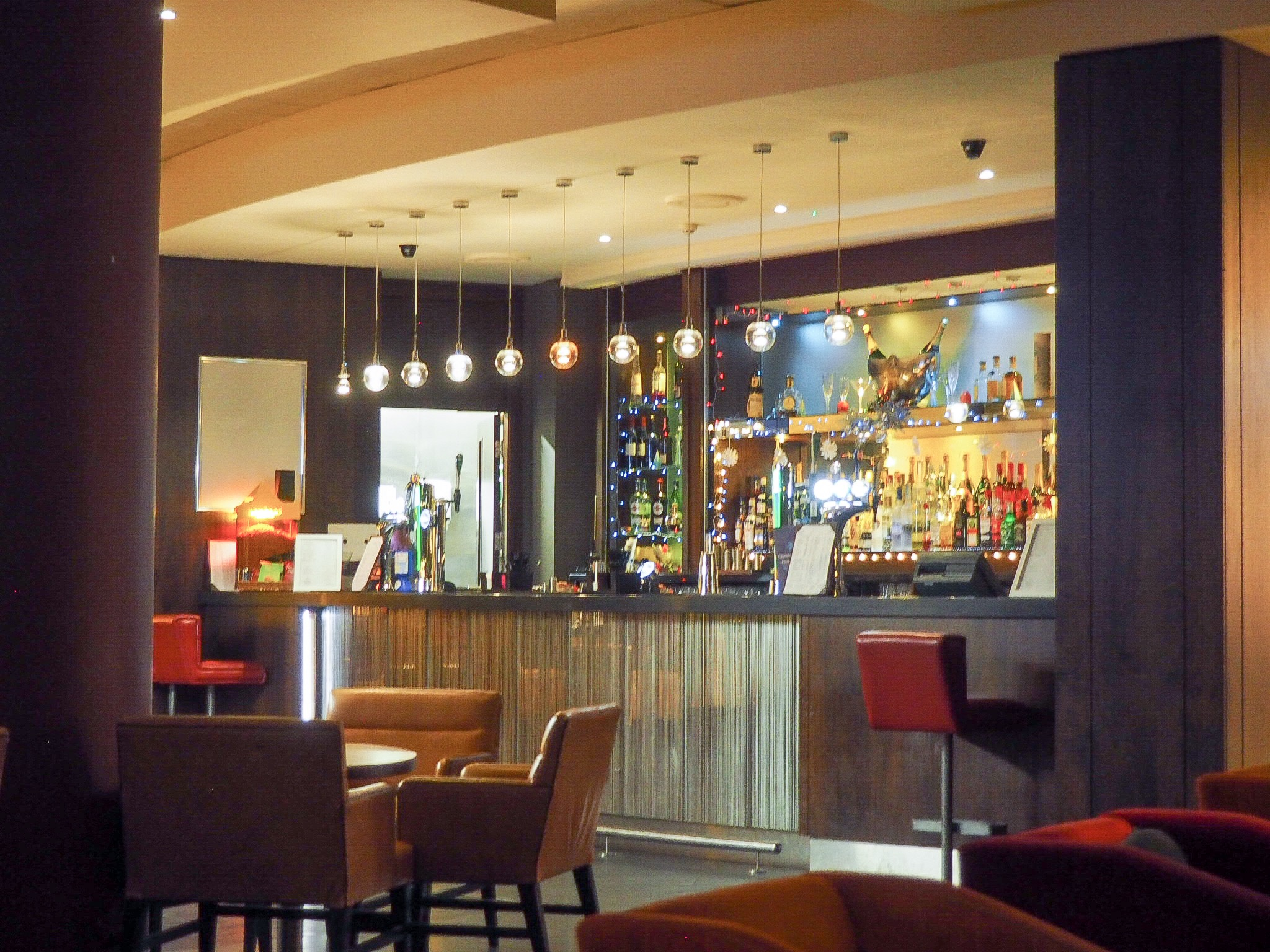Crowne Plaza Resort Colchester bars