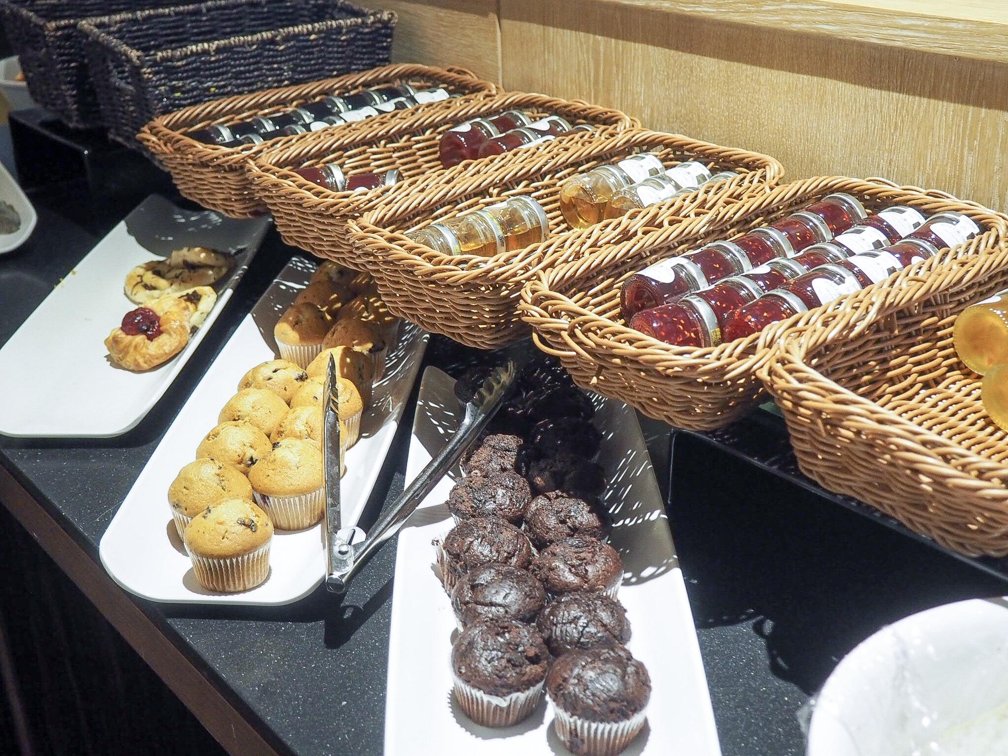 Crowne Plaza Resort Colchester breakfast