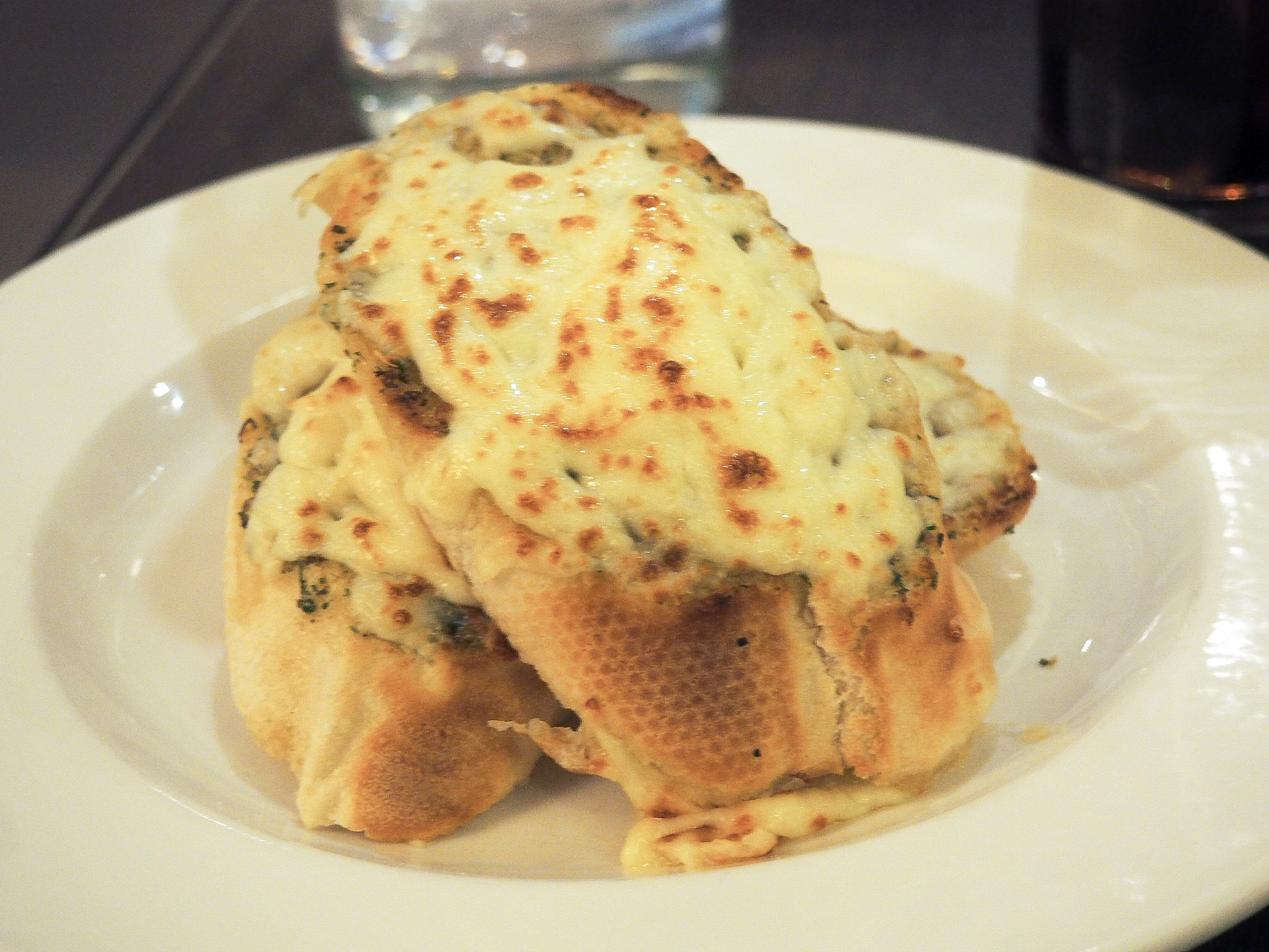 Crowne Plaza Resort Colchester cheesy garlic bread