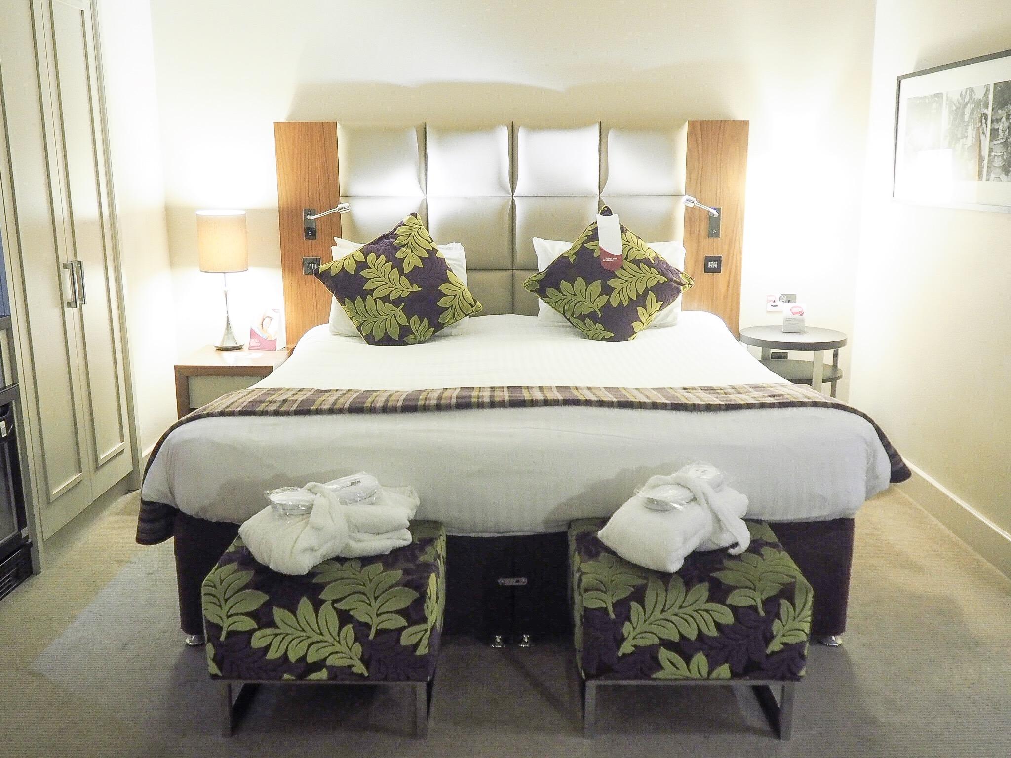 Crowne Plaza Resort Colchester king size bed
