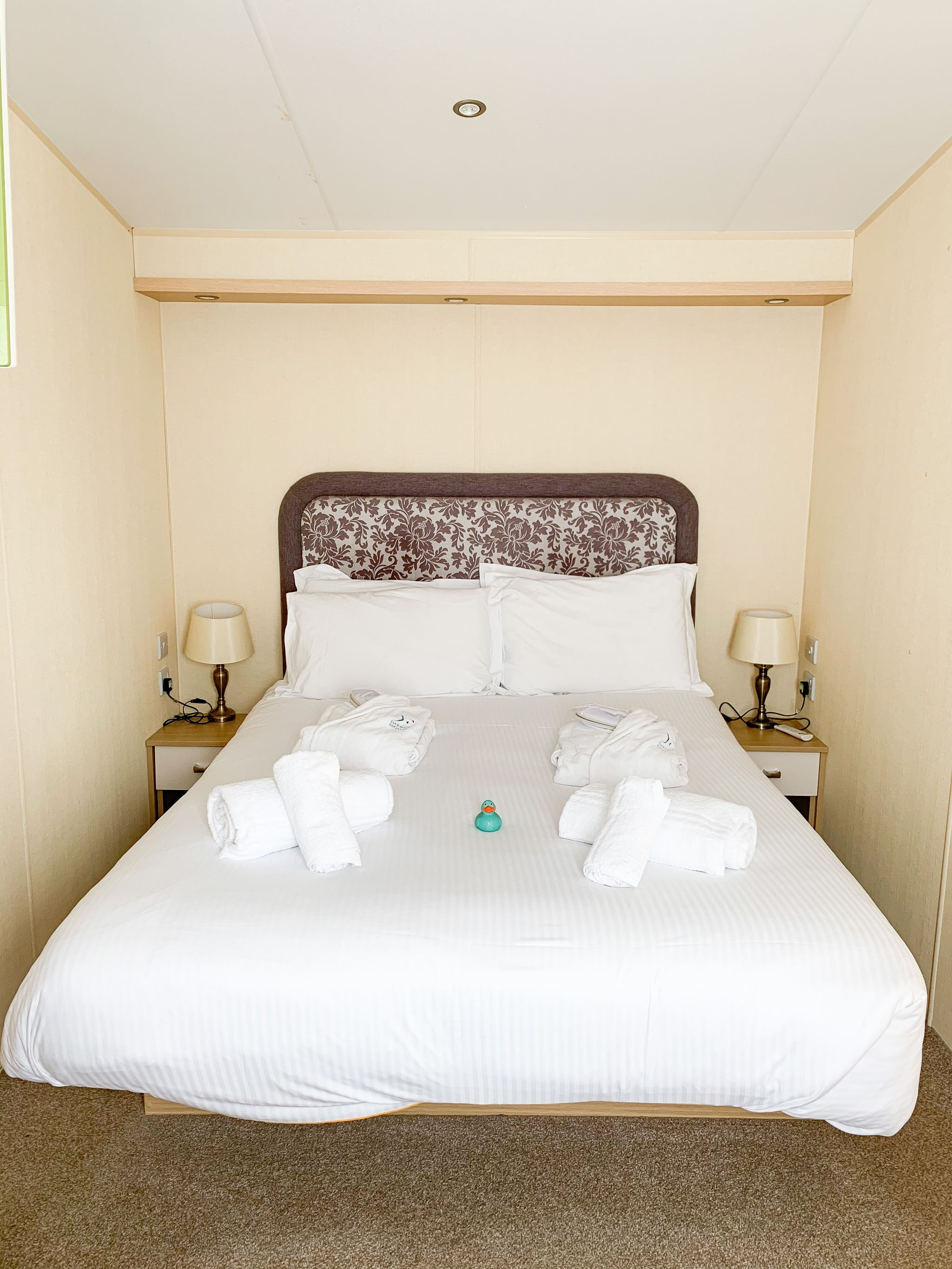 mullion cove coastal retreat - lodge bedroom